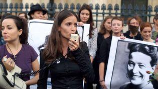 Anne-Cécile Mailfert, le 26 août 2013, lors d'une manifestation à Paris. (THOMAS SAMSON / AFP)