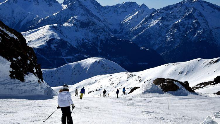 Sur une piste de la station de l'Alpe-d'Huez, le 30 janvier 2020 (photo d'illustration). (RICHARD MOUILLAUD / MAXPPP)