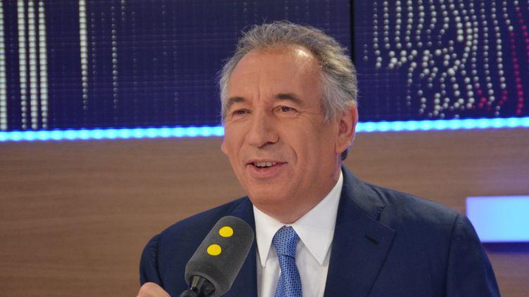 François Bayrou, président du MoDem et maire de Pau, le 12 octobre 2016 sur franceinfo. (JEAN-CHRISTOPHE BOURDILLAT / FRANCE-INFO)