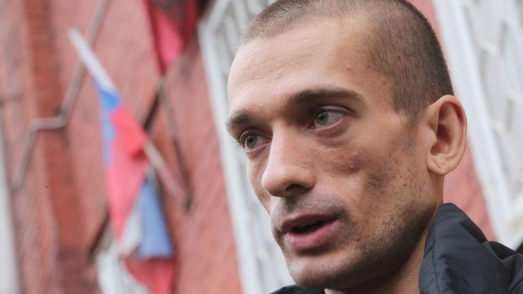 L'artiste russe Piotr Pavlenski le 11 novembre 2013 à Moscou. (VITALIY BELOUSOV / RIA NOVOSTI / AFP)