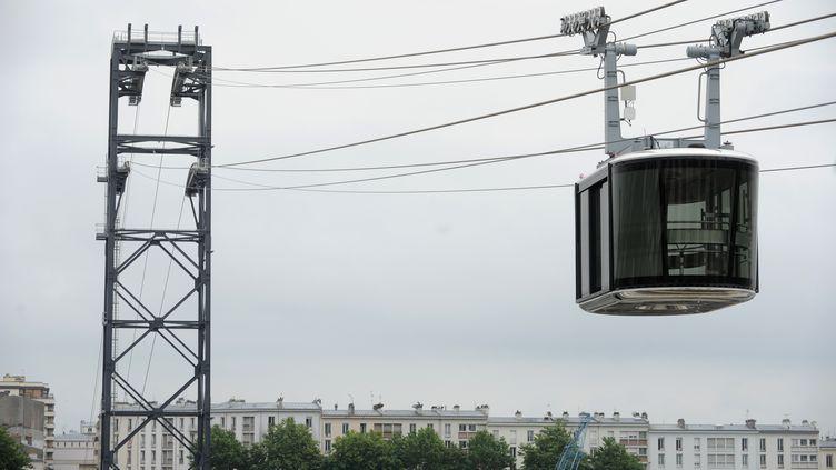 Le téléphérique urbain de Brest permet de rallier par les airs, les deux rives de la Penfeld. (FRED TANNEAU / AFP)