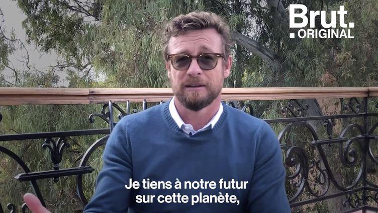 """VIDEO. Réchauffement climatique : """"Nous devons donner à notre planète un peu d'amour"""", estime Simon Baker (BRUT)"""