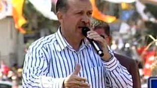 Recep Tayyip Erdogan, Premier ministre turc, lors d'un meeting de son parti, l'AKP (juillet 2007) (France 3)