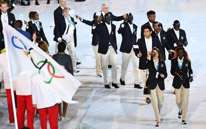 Pour sa première apparition à Rio, l'équipe des réfugiésétait composée de dix athlètes. (FRANCK FIFE / AFP)