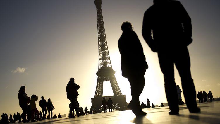Quelque sept millions de touristes, dont 75% d'étrangers, visitent chaque année la Tour Eiffel. (LIONEL BONAVENTURE / AFP)