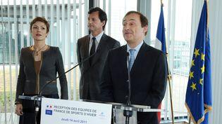 Didier Gailhaguet (au c.), patron de la Fédération française des sports de glace,s'exprime au ministère des Sports, à Paris, le 14 avril 2011. A sa dr., la ministre Chantal Jouanno. (MIGUEL MEDINA / AFP)