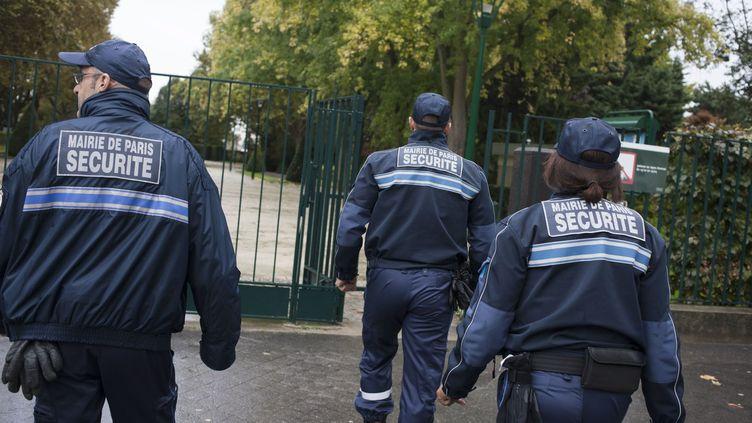 La brigade anti-incivilités de Paris, dans le 20e arrondissement de la capitale, le 19 octobre 2016. (MAXPPP)