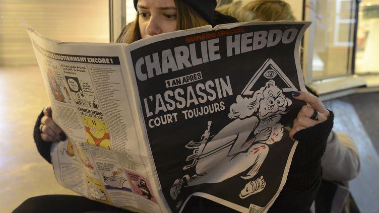 """Le numéro spécial de """"Charlie Hebdo"""", sorti le 6 janvier 2016, soit un an après les attentats terroristes qui ont fait 12 victimes dans la rédaction du journal. (ARTUR WIDAK / NURPHOTO)"""