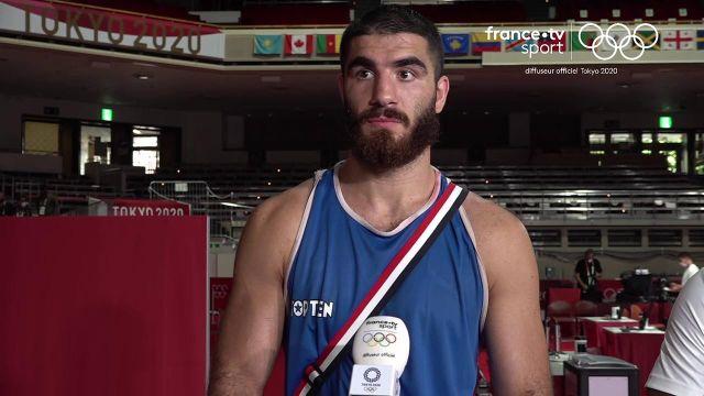 Le boxeur français Mourad Aliev a été disqualifié à cause de plusieurs coups de tête à son adversaire. une décision injuste selon le combattant tricolore. Retrouvez sa réaction et sa colère.