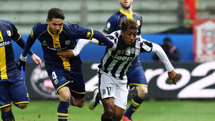Kingsley Coman (Juventus) devance Pedro Mendes (Parme) (ELISABETTA BARACCHI / MAXPPP)
