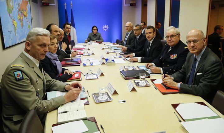 Un conseil de défense s'est tenu le 14 avril 2018, après les tirs de missiles, autour d'Emmanuel Macron à l'Elysée. (MAXPPP)