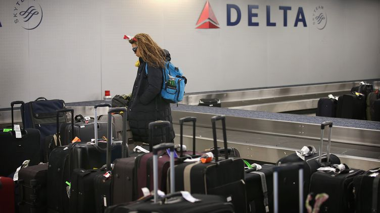 Dans la zone de réception des bagages de l'aéroport de Chicago (Illinois, Etats-Unis) en décembre 2012. (SCOTT OLSON / GETTY IMAGES NORTH AMERICA / AFP)