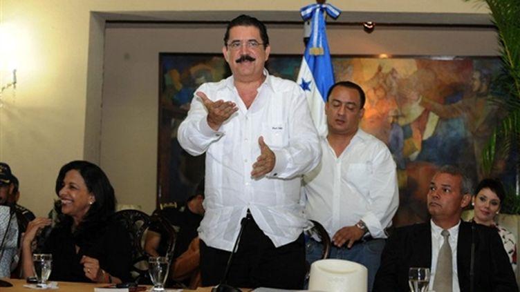 Manuel Zelaya lors d'un meeting le 27 juin 2009 (© AFP / Orlando Sierra)