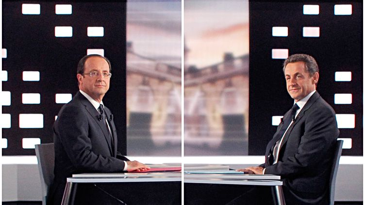François Hollande et Nicolas Sarkozy s'opposent lors du débat d'entre-deux-tours, le 2 mai 2012. (PATRICK KOVARIK / AFP)