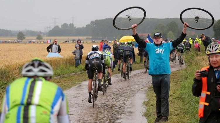 Les coureurs, mais aussi les mécanos, vivent un jour en enfer sur les pavés du Tour de France.  (DE WAELE TIM / TDWSPORT SARL)