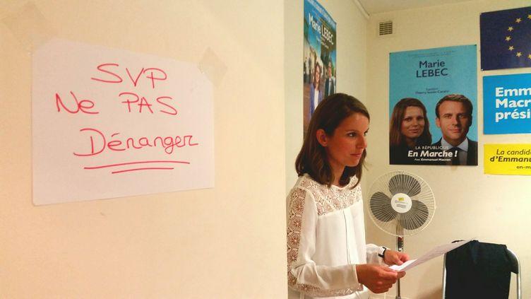 Marie Lebec, le 18 juin au soir, à l'annonce des résultats qui la donnent en tête dans la 4e circonscription des Yvelines, détenue depuis 1973 par la droite. (RADIO FRANCE / BENJAMIN ILLY)