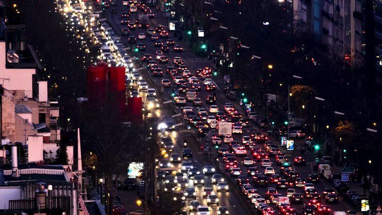 Vue d'embouteillages à Paris, le 16 février 2019 (illustration). (VINCENT ISORE / MAXPPP)