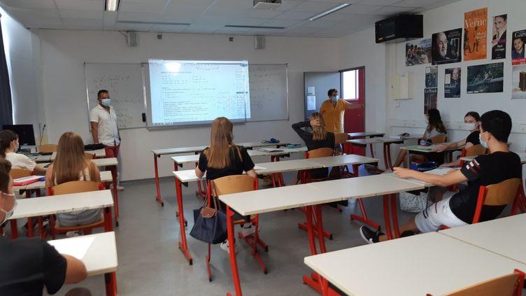 Des élèves de 3e au lycée Camus à Nimes (Gard). (SYLVIE DUCHESNE / FRANCE-BLEU GARD LOZÈRE)