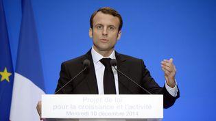"""Emmanuel Macron lors de la présentation de son projet de loi """"Croissance et activité"""", le mercredi 10 décembre. (LIONEL BONAVENTURE / AFP)"""