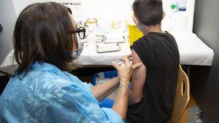 Seuls les enfants d'au moins douze ans sont aujourd'hui autorisés à se faire vacciner contre le Covid-19. (ERIC DERVAUX / HANS LUCAS)