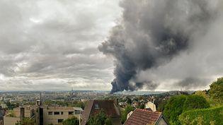 L'usine Lubrizol ravagée par les flammes, le 26 septembre 2019. (JEAN-JACQUES GANON / AFP)