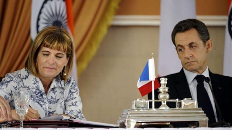 SIgnature d'un contrat nucléaire en Inde : Anne Lauvergeon (Areva) sous le regard de Nicolas Sarkozy (6/12 /2010) (AFP/LIONEL BONAVENTURE)