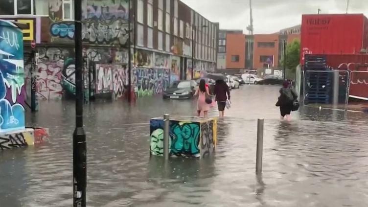 Des pluies torrentielles ont provoqué des inondations spectaculaires dans le sud-est de l'Angleterre, notamment à Londres. (CAPTURE ECRAN FRANCE 3)
