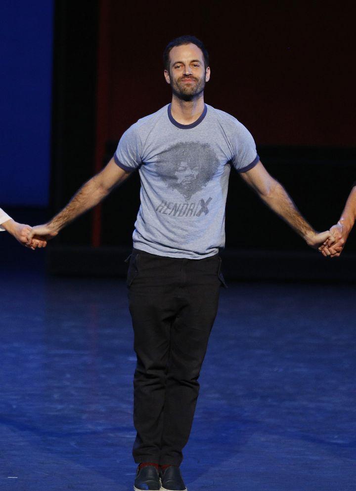 Benjamin Millepied applaudi sur la scène de l'Opéra  (Benoîte Fanton / Opéra national de Paris)