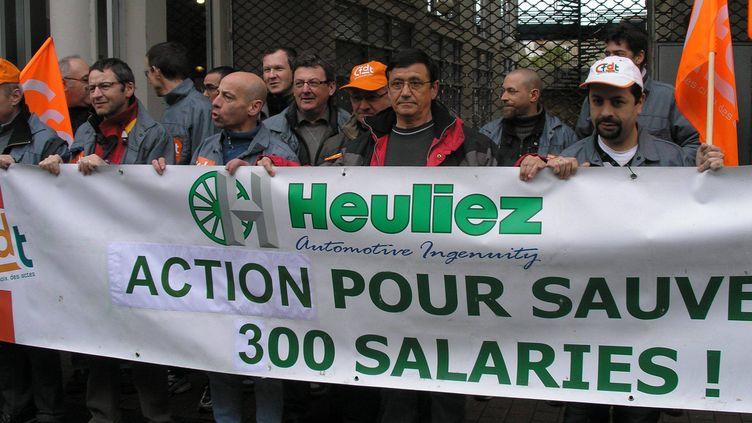 Manifestation des salariés d'Heuliez, le 10 avril 2013 à Niort (Deux-Sèvres), à la veille du placement en redressement judiciaire de l'équipementier automobile. (MAXPPP)
