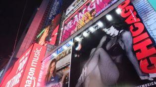 À New-York aux États-Unis, le cap de la nouvelle année sera franchi. La rédaction de France 3 vous emmène à Broadway (New-York), le royaume des paillettes et des comédies musicales. (France 3)