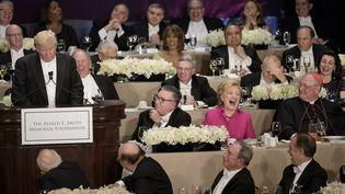 Donald Trump prononce un discours, lors du dînerAlfred E. Smith, à New York (Etats-Unis), le 20 octobre 2016. (BRENDAN SMIALOWSKI / AFP)