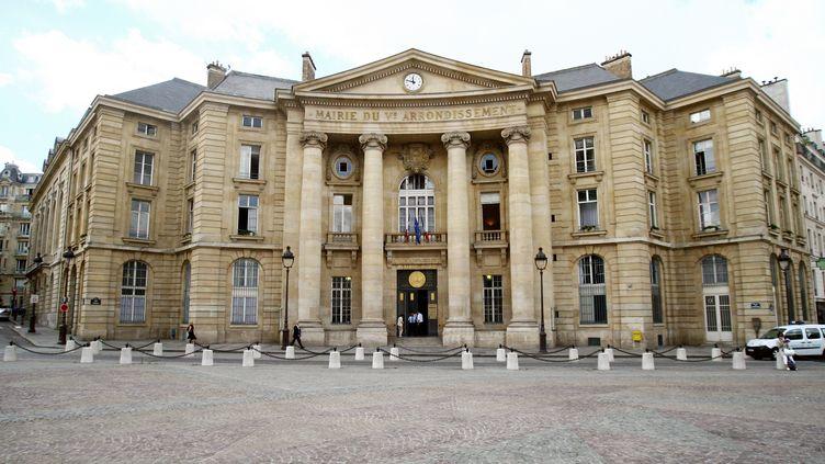 La cérémonie de Pacs de Benjamin et Caroline s'est tenue à la mairie du Ve arrondissement de Paris. Photo d'illustration. (BENJAMIN GAVAUDO / AFP)