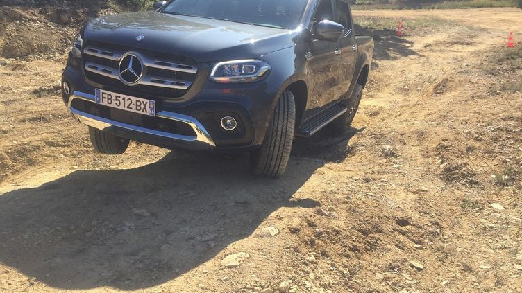 Mercedes-Classe-X-V6-1 (MERCEDES POUR FRANCE INFO)