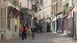 Les habitants du Pas-de-Calais vivent leur premier week-end de confinement.Pour se déplacer, il est obligatoire d'avoir une attestation. (FRANCE 3)