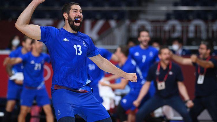 Nikola Karabatic exulte après la victoire de l'équipe de France de handball en finale du tournoi olympique face au Danemark, samedi 7 août 2021. (FRANCK FIFE / AFP)