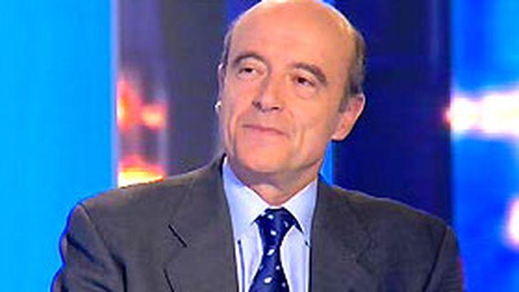 Alain Juppé sur le plateau du Journal de 20h00 de France 2 (19/11/2006) (© France 2)