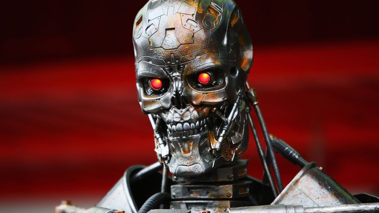 """Le robot du film """"Terminator"""" fait une apparition en marge du Grand Prix d'Espagne de Formule 1, le 9 mai 2009, à Barcelone. (CLIVE MASON / GETTY IMAGES EUROPE)"""