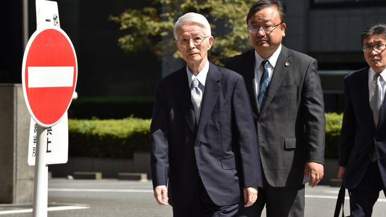 L'ancien président de Tepco, Tsunehisa Katsumata, à gauche sur la photo, a été acquitté par le tribunal de Tokyo le 19 septembre 2019. (KAZUHIRO NOGI / AFP)