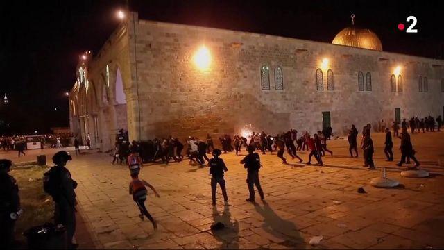 Jérusalem : de violents heurts éclatent entre des Palestiniens et la police israélienne