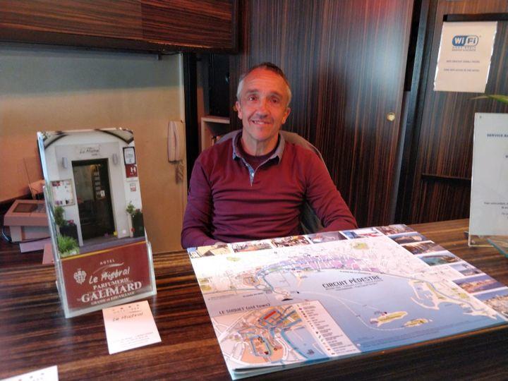 Jean-Michel Truchot, directeur d'un hôtel dans le centre de Cannes. (ERIC AUDRA / RADIO FRANCE)