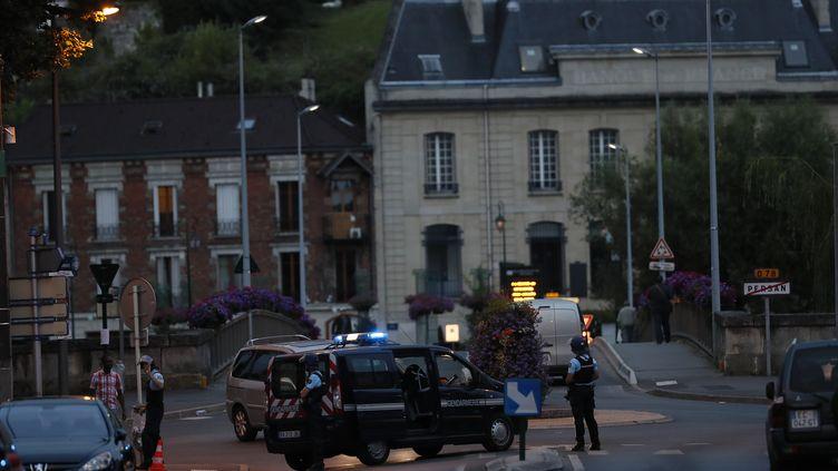 Des gendarmes à Persan (Val-d'Oise), le 21 juillet 2016. (THOMAS SAMSON / AFP)