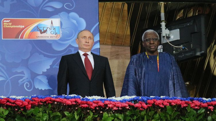 Vladimir Poutine et Lamine Diack (VUGAR NOVRUZOGLU / ANADOLU AGENCY)
