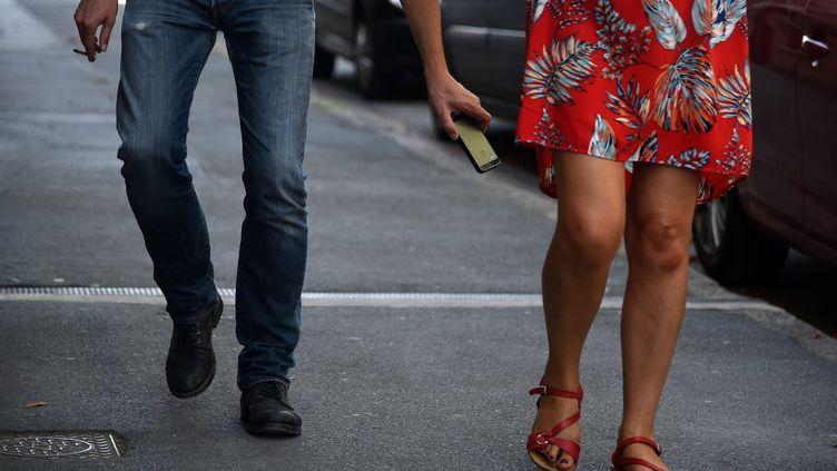 Prendre une photo sous la robe de quelqu'un à son insu pourrait devenir une infraction passible de deux ans d'emprisonnement. (THOMAS LO PRESTI / MAXPPP)