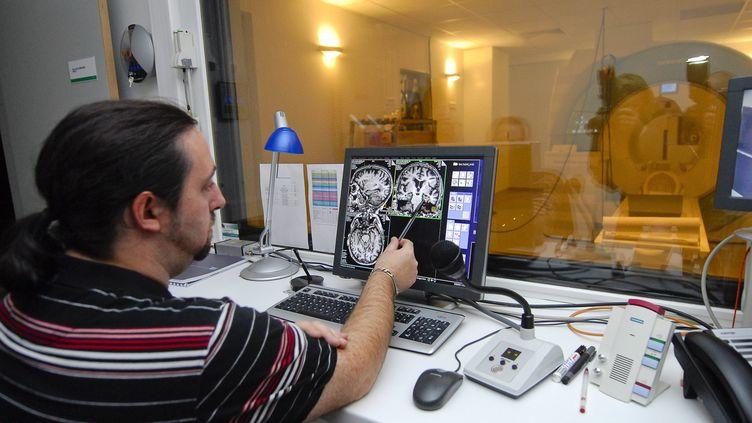 L'Institut du cerveau de la moelle épinière qui étudie les mécanismes des maladies neurologiques comme l'épilepsie, à Paris, en 2011. (SILVERE GERARD / MAXPPP)