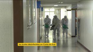 La Corée du Sud désinfecte lesécoles (FRANCEINFO)