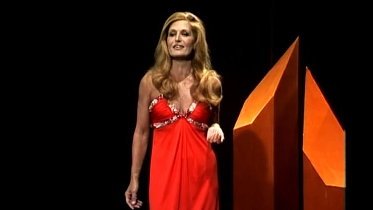 Dalida porte une robe signée Reinhard Luthier  (capture d'écran RTS / France3/culturebox)