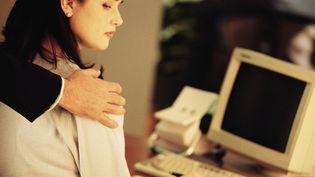 Illustration du harcèlement sexuel au travail. (COMSTOCK / STOCKBYTE / GETTY IMAGES)