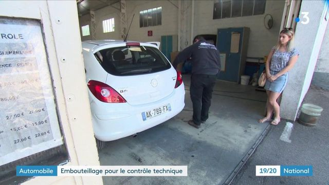 Automobile : embouteillage pour le contrôle technique