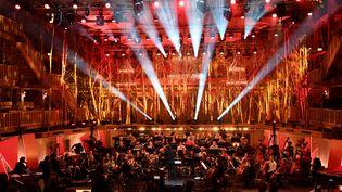 L'orchestre de l'Opéra de Lyon sur la scène des Victoires de la musique classique, à l'auditorium d'Evian-les-Bains, le 23 février 2017. (JEAN-PIERRE CLATOT / AFP)