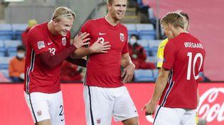 Les footballeurs Erling Haaland (à gauche), Kristoffer Vassbakk Ajer (au centre) et Martin Odegaard, le 11 octobre 2020 à Oslo (Norvège). (VIDAR RUUD / NTB / AFP)